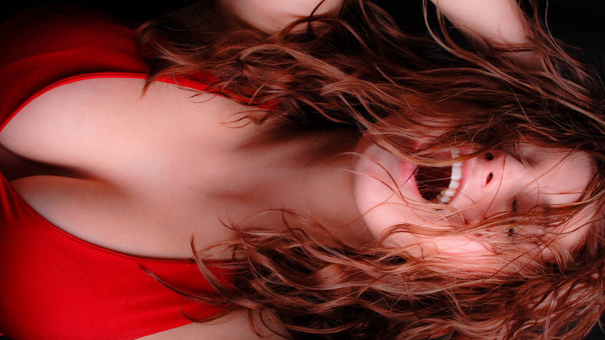 signs-of-female-orgasm-know-when-she-is-faking-it